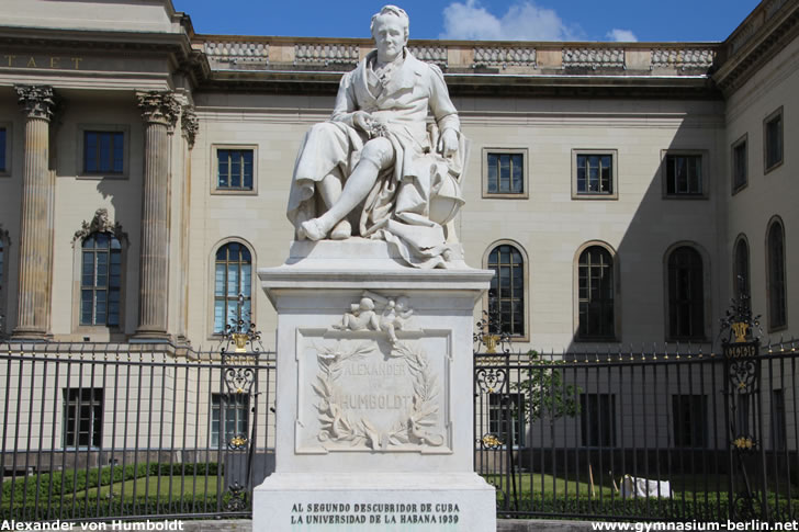 Denkmal Alexander von Humboldt am Eingang zur Berliner Humboldt-Universität